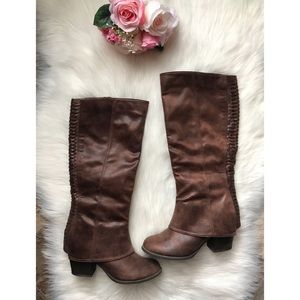 🎊Price Drop 🎊 • Fergie boots